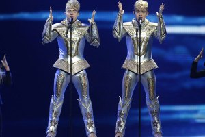 jedward-wearing-gold-robot-suits-136795453062102301